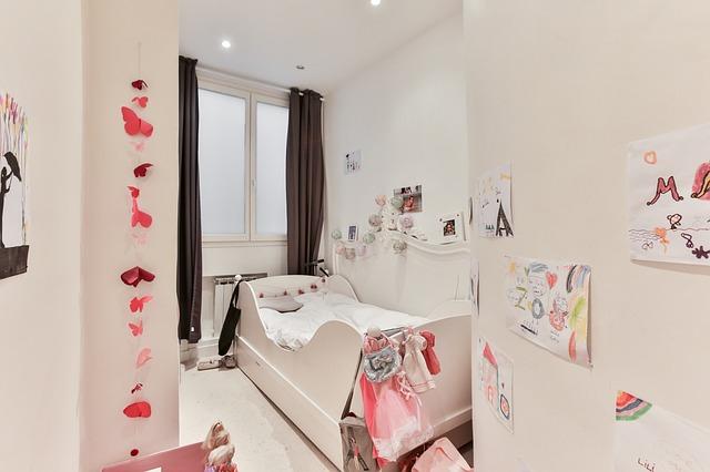 Jak urządzić pokój dziecka? Jakie meble i dodatki wybrać?