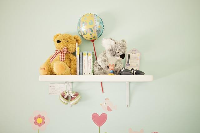 półka w pokoju dziecka