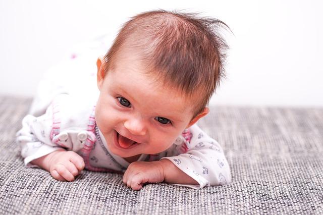 Jak urządzić kącik dla niemowlaka? Na co zwracać uwagę?